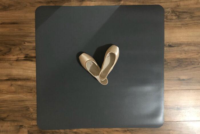 Alvas practice mat with pointe shoes